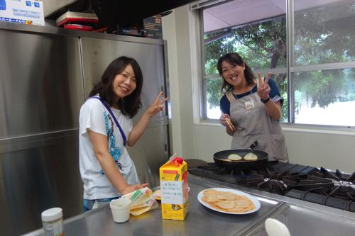朝ご飯は、福島のお母さんも手伝ってくれます