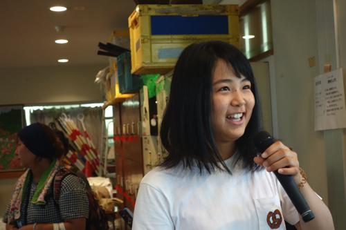 昨年に続き兵庫からボラに来てくれたレイさん(18歳)毎日洗い物と子守をしてくれました