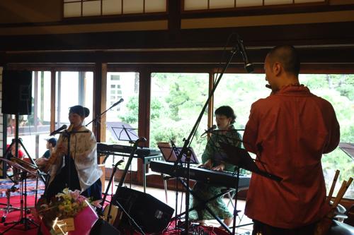 泉さん作曲の唄に、尺八と篠笛をのせて
