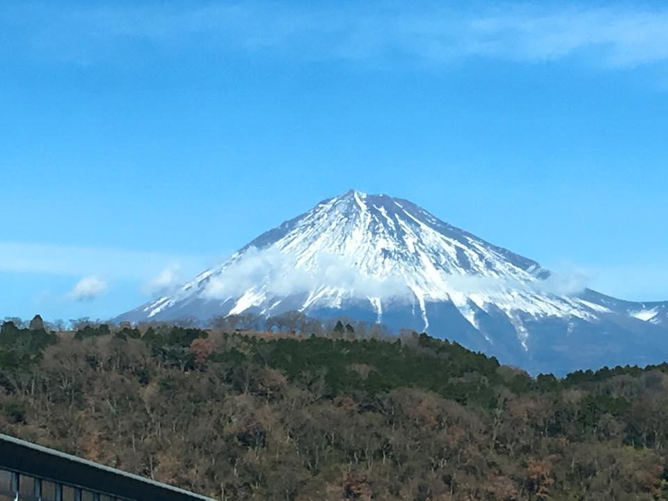 岡山〜埼玉の移動はゆっくり休んで13時間!晴天で気持ちの良い帰省日和。富士山もニコニコ