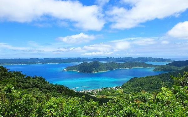 3.奄美北部の島並を見晴らす眺め