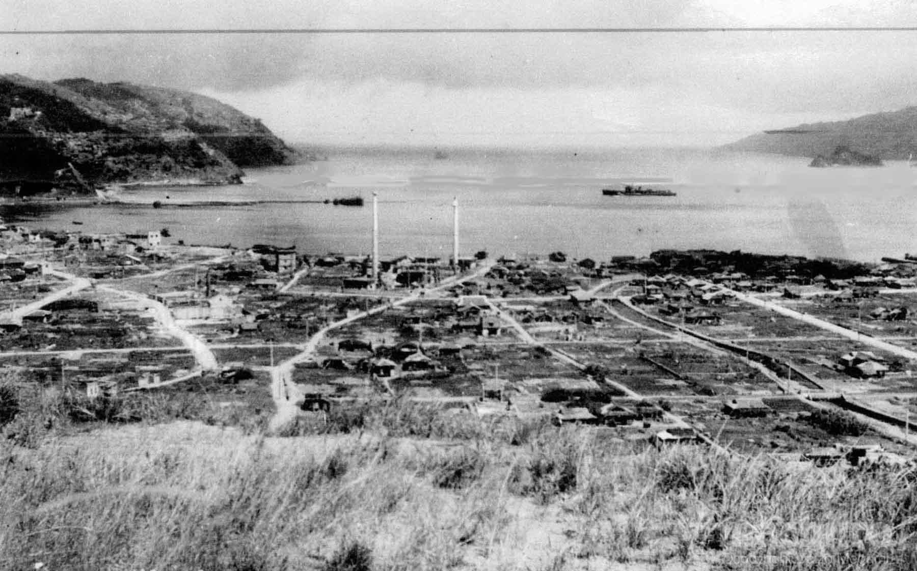 空襲後の名瀬市,1945.4