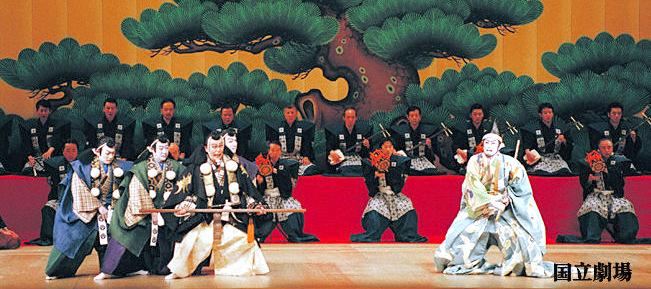 ⑦歌舞伎・・・演劇と舞踊、そして邦楽器による音楽が三位一体となり、様式美でまとめられた総合舞台芸術