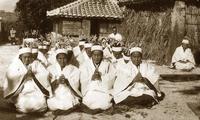 沖縄県久高島にて12年に一度行われる儀式