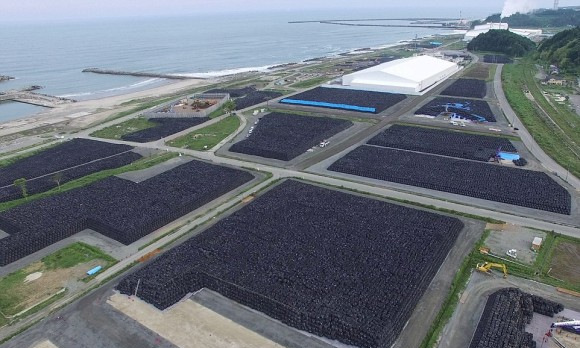 汚染土は最長2045年まで、福島第一原発が立地する大熊町・双葉町内の中間貯蔵施設に保管され、県外にて最終処分される予定である