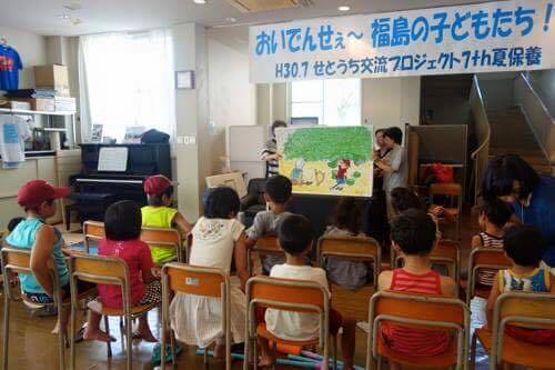 子どもたちは大型紙芝居『積み木の会』のショーを楽しみました。毎年来てくださりありがとうございます。