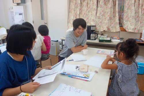 10日間津山からボランティアに来てくれている小学校の先生、小椋さんによる『おぐらせ学校』で宿題タイム