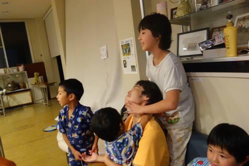 子どもたちもマッサージ屋になりました