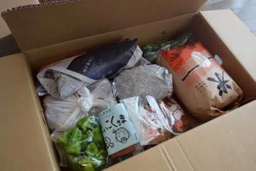 福島へお土産に、お米や野菜、小豆島の素麺など。
