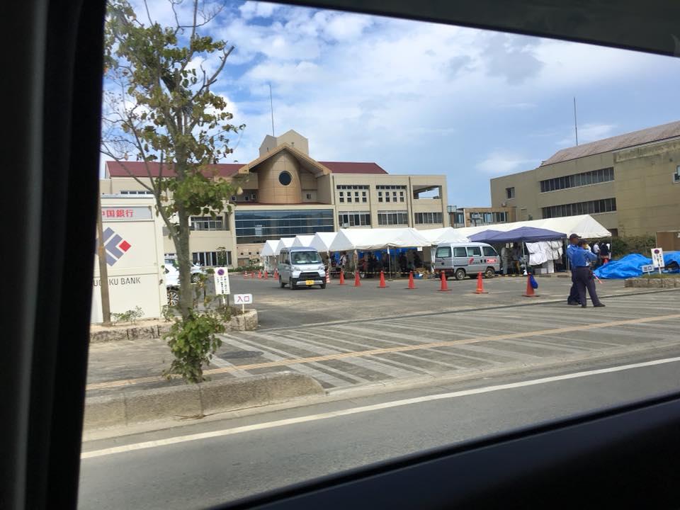 5月に演奏した市の施設。街の建物は全て空っぽになり、ボランティア活動の拠点になっていました。