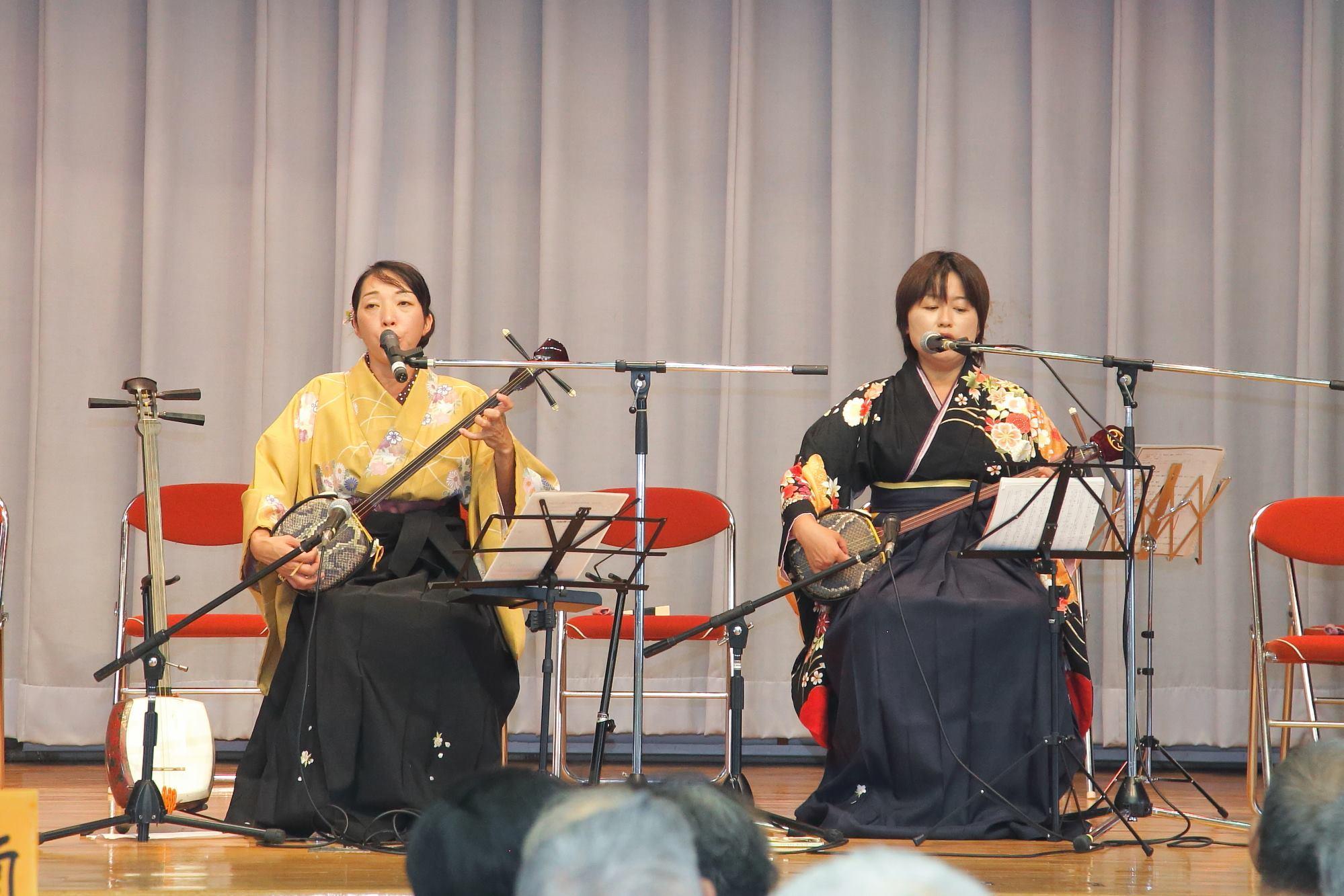 奄美の島唄の演奏