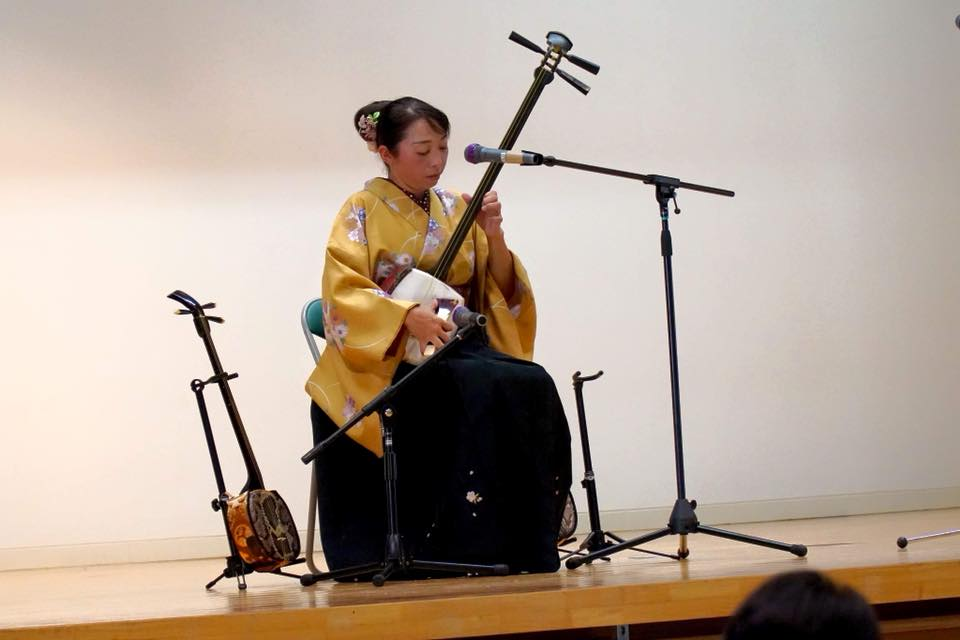 津軽三味線、敬老会で演奏